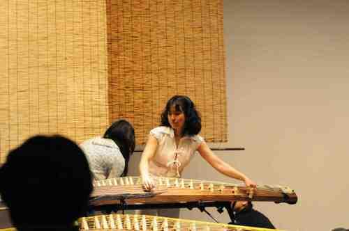 楽器調弦中